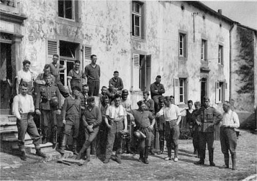 Click image for larger version.  Name:Eilers unit poses for picture 1940s.jpg Views:158 Size:75.2 KB ID:522538