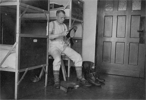 Click image for larger version.  Name:Eilers SNCO polishing boots.jpg Views:180 Size:48.5 KB ID:522540