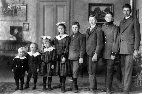 Click image for larger version.  Name:eilers family (Eilers second from right).jpg Views:86 Size:52.5 KB ID:522545