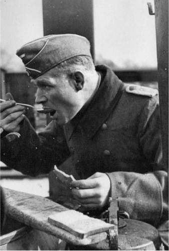 Click image for larger version.  Name:Eilers eating 1930s.jpg Views:60 Size:42.7 KB ID:522548
