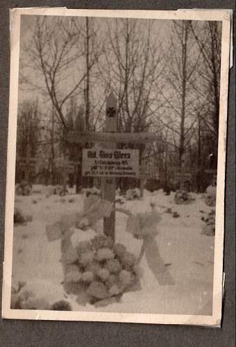 Click image for larger version.  Name:fathers grave.jpg Views:72 Size:133.0 KB ID:522552