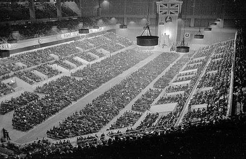 Click image for larger version.  Name:Earls court, whole hall.jpg Views:2314 Size:66.2 KB ID:530342