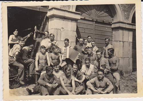 Click image for larger version.  Name:dad is tanned guy sitting on left.jpg Views:80 Size:129.2 KB ID:548338