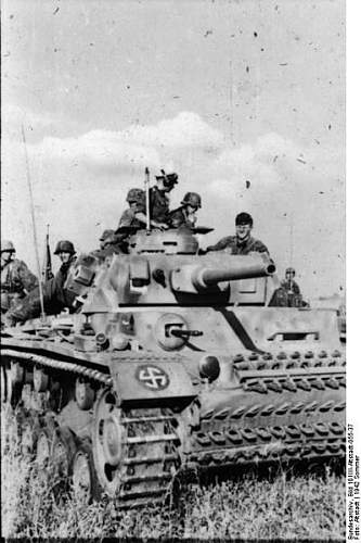 Click image for larger version.  Name:399px-Bundesarchiv_Bild_101III-Altstadt-055-37,_Russland,_Panzer_III,_Waffen-SS-Division_-Wiking.jpg Views:122 Size:47.2 KB ID:668774