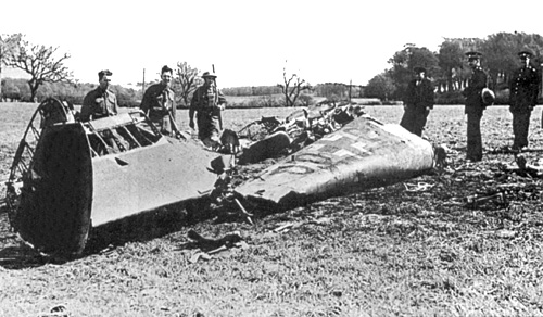 Name:  Rudolf_Hess_-_Bf_110D_Werk_Nr_3869_-_Wreckage_-_Bonnyton_Moor.jpg Views: 114 Size:  100.1 KB