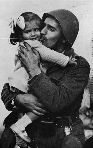 Click image for larger version.  Name:A-Greek-soldier-holding-his-little-daughter-in-his-arms.jpg Views:399 Size:226.1 KB ID:758252