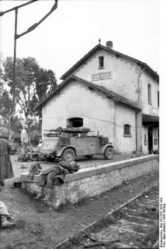 Click image for larger version.  Name:Bundesarchiv_Bild_101I-557-1020-18A_Tunesien_Kriegsgefangene_Verwundete-428x640[1].jpg Views:22 Size:67.9 KB ID:807329