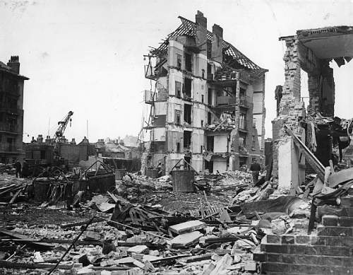Click image for larger version.  Name:Damage_Caused_by_V2_Rocket_Attacks_in_Britain,_1945_HU88803.jpg Views:102 Size:99.5 KB ID:829661