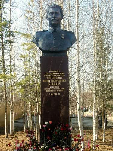 Click image for larger version.  Name:stalin_detail.jpg Views:985 Size:97.1 KB ID:264855