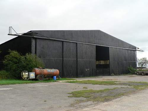 Click image for larger version.  Name:Tarrant_Rushton,_old_hangar,_now_barn_-_geograph.org.uk_-_954035.jpg Views:224 Size:55.3 KB ID:403548