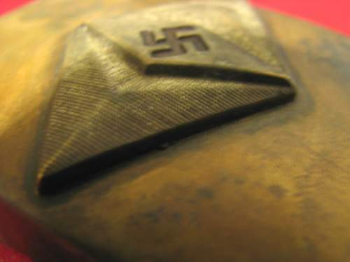 Uncommon buckle: early HJ design