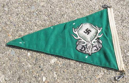 Is this a Deutsches Jugend leader auto banner?