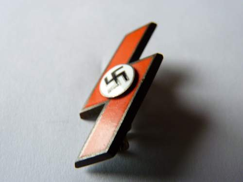 Click image for larger version.  Name:RED SS PIN FRONT.jpg Views:48 Size:159.8 KB ID:98494