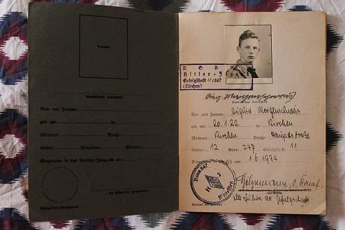 HJ leistungsbuch and schiesbuch issued to a boy in 1939/1940