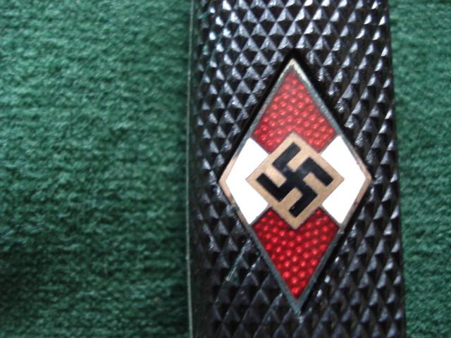 http://www.warrelics.eu/forum/attachments/hitler-jugend/459561d1359721832-hitler-youth-knife-diamond-variations-1933-1942-a-hj-7..jpg