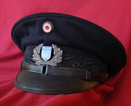 Click image for larger version.  Name:VISOR INF. REGT LIEB CLEANED VISOR CHIN STRAP.jpg Views:2 Size:112.6 KB ID:1068608
