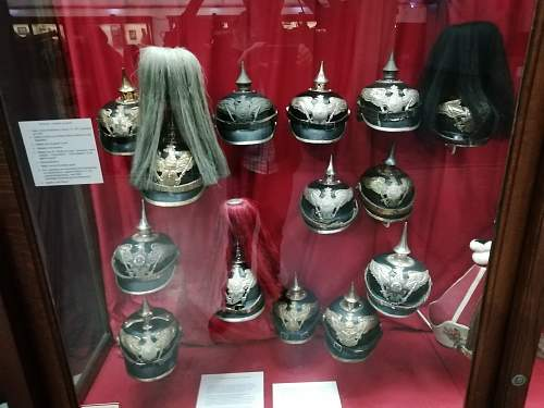 Army Museum Brussels: Display Cabinet for headgear
