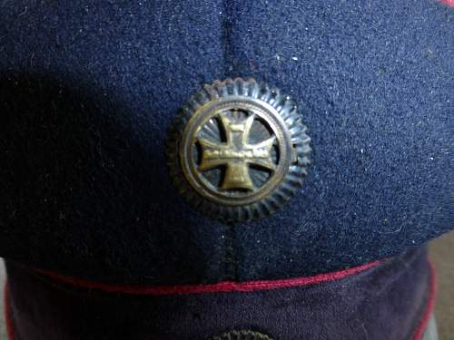 Im out of my depth in the ww1 hat collecting dept,please help.