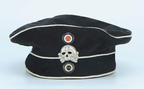 Click image for larger version.  Name:bonnet-troupe-du-2-leib-husaren-regiment-koenigin-victoria-von-preussen-nr-2_1.jpg Views:238 Size:31.0 KB ID:798242