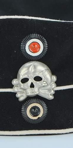 Click image for larger version.  Name:bonnet-troupe-du-2-leib-husaren-regiment-koenigin-victoria-von-preussen-nr-2_2.jpg Views:112 Size:153.3 KB ID:798243