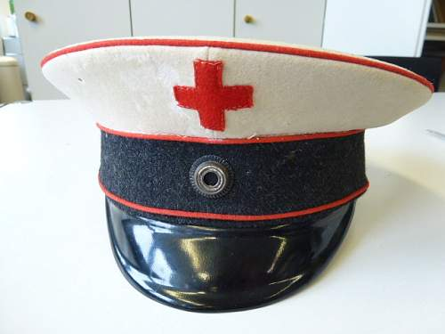 Click image for larger version.  Name:1Weltkrieg-Schirmmuetze-Freiwillige-Krankenpflege-mit-Wachstuchbezug_b9.jpg Views:41 Size:83.4 KB ID:807452