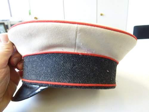 Click image for larger version.  Name:1Weltkrieg-Schirmmuetze-Freiwillige-Krankenpflege-mit-Wachstuchbezug_b10.jpg Views:43 Size:79.1 KB ID:807453