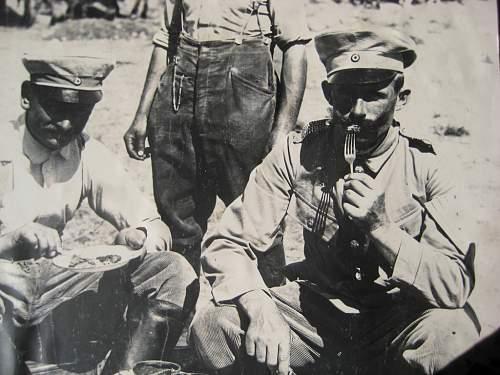 Colonial Headgear in Wear in Period Photos