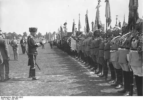 Click image for larger version.  Name:Bundesarchiv_Bild_102-12012,_Dresden,_Waffentag_der_Kavallerie.jpg Views:38 Size:66.0 KB ID:878630