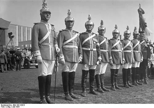 Click image for larger version.  Name:Bundesarchiv_Bild_102-12013,_Dresden,_Waffentag_der_Kavallerie.jpg Views:31 Size:66.9 KB ID:878631
