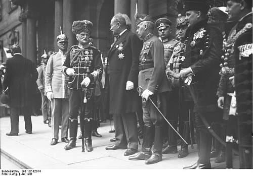 Click image for larger version.  Name:Bundesarchiv_Bild_102-12014,_Dresden,_Waffentag_der_Kavallerie.jpg Views:34 Size:58.0 KB ID:878632