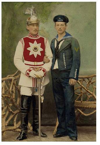 Click image for larger version.  Name:A trooper of the Gardes du Corps in court gala dress.jpg Views:70 Size:163.4 KB ID:907348