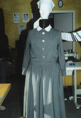 Click image for larger version.  Name:Schwesternkleid$20mit$20Haube.jpg Views:2869 Size:76.5 KB ID:130689