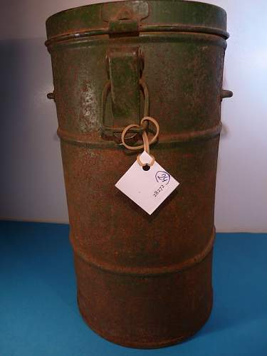 WW1 german gasmask container?