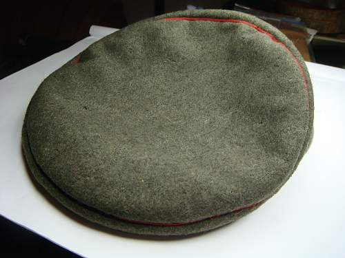 field cap with gray screen