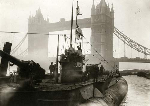 Click image for larger version.  Name:German fleet surrendering to the English. First German U-boat near the Towerbridge. London, Engl.jpg Views:306 Size:72.6 KB ID:336187