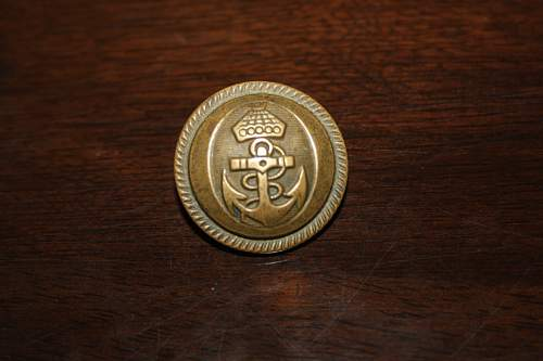 Any info on this Navy tunic button?