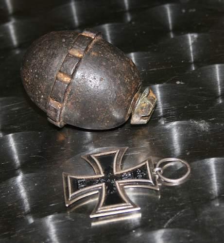 Egg grenade with fragmentation band