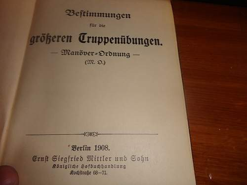 Can anyone help me out with this pre-war German Book? (1)