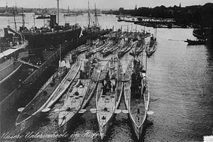 Name:  300px-U-Boote_Kiel_1914.jpg Views: 92 Size:  18.2 KB