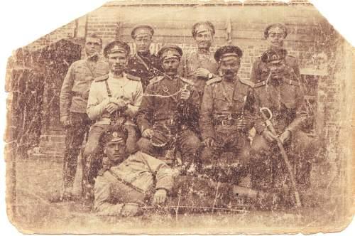 Help identifying uniforms circa 1917 revolution