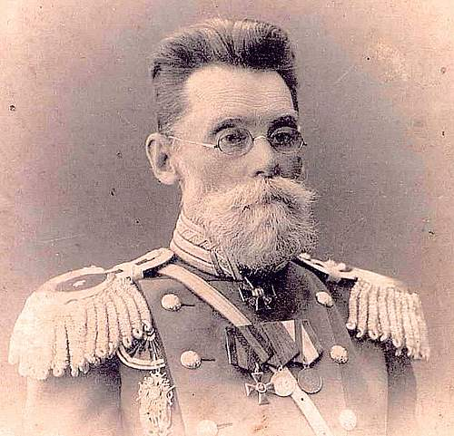 Please help identify G.G.Grandfather uniform details (rank, type of the uniform)