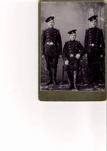 can anyone tell me about the rank and uniform of the men i