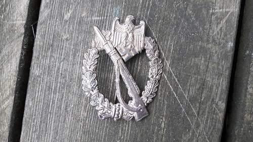 original Infanterie Sturmabzeichen im silber?