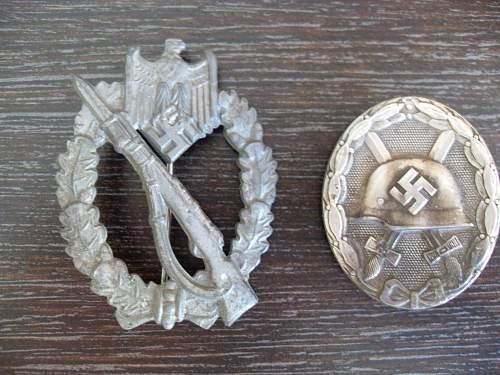 Silber Infanterie Sturmabzeichen and Verwundetenabzeichen.