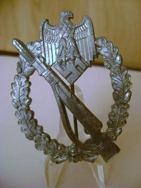 Un-marked Infanterie Sturmabzeichen type 7.39
