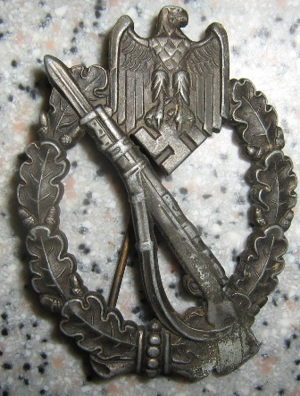 Help needed on a Infanterie Sturmabzeichen