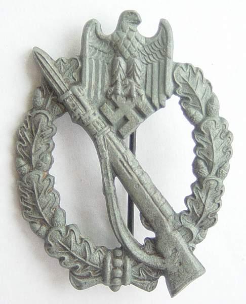 Click image for larger version.  Name:Infantry Assault badge in bronze. Maker marked RS. 001.jpg Views:1243 Size:153.3 KB ID:23371