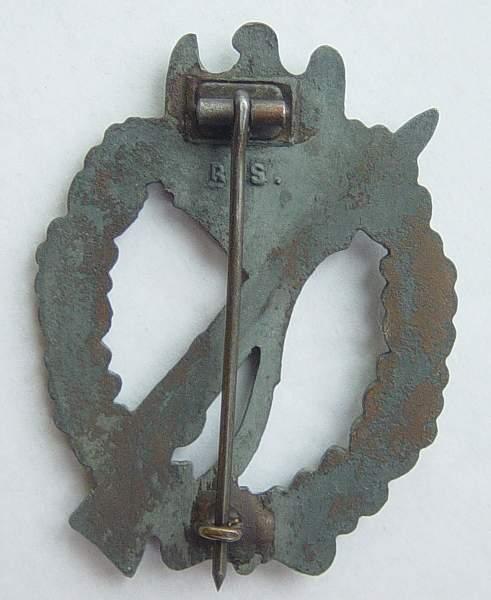 Click image for larger version.  Name:Infantry Assault badge in bronze. Maker marked RS. 002.jpg Views:662 Size:140.9 KB ID:23372