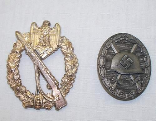 Infanterie Sturmabzeichen unde Verwundetenabzeichen in Silber.