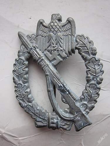 Infanterie Sturmabzeichen, Panzer Kampfabzeichen, SS pin & Panzer Totenkopf.